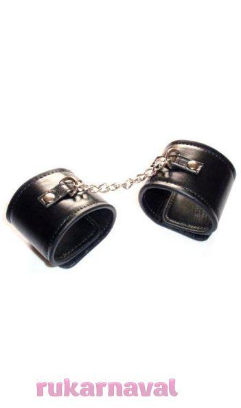 Кожаные наручники.